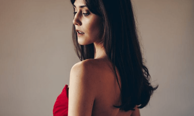 How-To-Wear-A-Low-Back-Dress-With-A-Bra