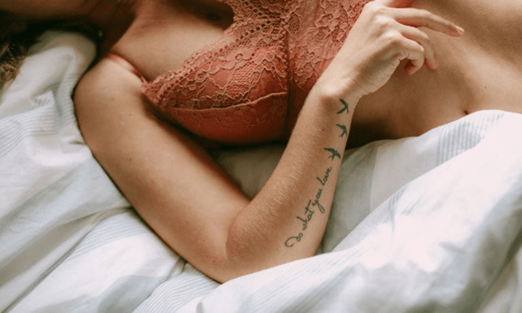 How-To-Wear-A-Nude-Bra-Tips-For-Women